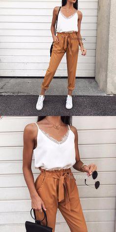 026119bf72 Outfitbook | Haut Blanc | Haut Avec Une Encolure En V | Haut En Dentelle