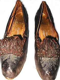 Antique shoes 1880s 1890s Victorian beaded brown leather Collins  White Victorian Shoes, Victorian Era, Victorian Fashion, Vintage Fashion, Vintage Shoes, Vintage Accessories, Vintage Outfits, Fashion Accessories, Shades Of Purple