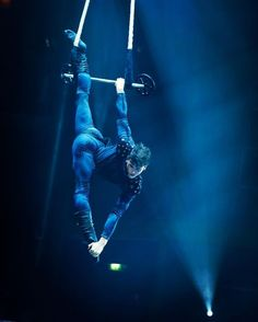 Getting Flying Grayson vibes from this Aerial Acrobatics, Aerial Dance, Aerial Hoop, Aerial Arts, Aerial Silks, Circus Makeup, Circus Aesthetic, Richard Grayson, Pole Dancing Fitness