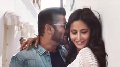 The Swag se Swagat song from Tiger Zinda Hai is here! - Swag Se Swagat moments of the smoking hot duo, Salman Khan and Katrina Kaif we can't get over Latest Bollywood Movies, Bollywood Cinema, Bollywood Wedding, Bollywood Actors, Bollywood News, Kapal Photo, Salman Katrina, Salman Khan Photo, Shahrukh Khan