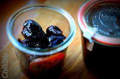 ChilliBite.pl - motywuje do gotowania!: Śliwki londyńskie, marynowane w herbacie - re.we.la.cyj.ne! Acai Bowl, Pudding, Jar, Vegetables, Breakfast, Desserts, Acai Berry Bowl, Morning Coffee, Tailgate Desserts