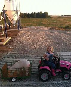 This little farmer with her pink tractor and pig is just too cute! Cute N Country, Country Farm, Country Girls, Country Babies, Country Life, Future Daughter, Future Baby, Farmer's Daughter, Cute Kids
