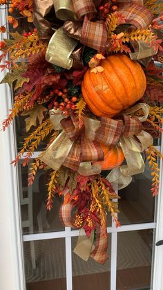 Outside Fall Decorations, Thanksgiving Decorations Outdoor, Fall Table Decorations, Autumn Centerpieces, Harvest Decorations, Thanksgiving Wreaths, Thanksgiving Table, Wedding Decoration, Fall Swags