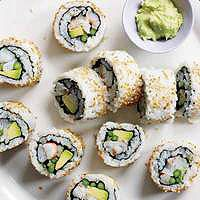Veggie Party Sushi Rolls- buy from the sushi shop and put in the kids picnic boxes. Can also have 'proper' sushi on the adult pack your own picnic table. Sushi Recipes, Asian Recipes, Appetizer Recipes, Cooking Recipes, Appetizers, I Love Food, Good Food, Yummy Food, Tasty