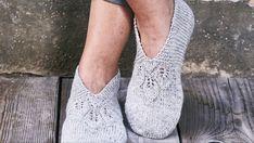 Strik de fineste sutsko | Femina Crochet Slippers, Knit Crochet, Knit Wrap, Knitting Socks, Scrunchies, Knitting Patterns, Peep Toe, Boots, Homemade