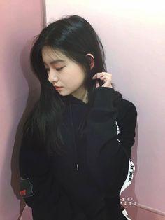 Wang Yireon so so beautiful ❤❤❤❤❤❤❤❤❤❤ Ulzzang Korean Girl, Cute Korean Girl, Kpop Girl Groups, Kpop Girls, Kim Domingo, Western Girl, Soyeon, Beautiful Asian Girls, K Pop