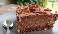 No bake double chocolate cheesecake brownies: gluten free, dairy free, sugar free, vegan Sugar Free Sweets, Sugar Free Recipes, Sweet Recipes, Vegan Treats, Vegan Desserts, Dessert Recipes, Party Desserts, Chocolate Cheesecake Brownies, Sugar Free Pudding