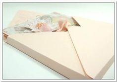 Tip: Dimensional Envelope Envelope Tutorial, Diy Envelope, Envelope Punch Board Projects, Envelope Maker, Gift Card Boxes, Gift Cards, How To Make An Envelope, Card Envelopes, Kunst