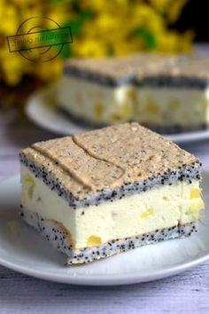 Poppy seed sponge cake with foam and pineapple - Flavors on the plate Fruit Recipes, Sweet Recipes, Cake Recipes, Dessert Recipes, Cooking Recipes, Cookie Desserts, No Bake Desserts, Delicious Desserts, First Communion Cakes