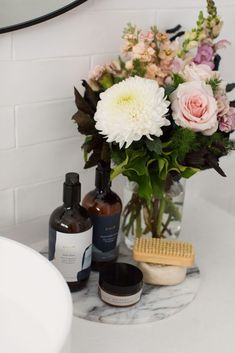 How to decorate your bathroom: Bathroom styling tips and tricks - STYLE CURATOR Bathroom Plants, Bathroom Colors, Bathroom Sets, Bathrooms, Simple Bathroom, Small Indoor Plants, Small Toilet, Green Vase, Bathroom Trends