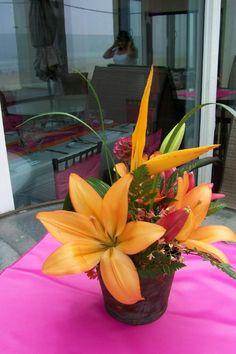 Tropical wedding table arrangement.