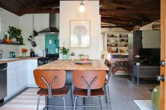 Before & After: Annette and Gustavo's Incredible Garage Remodel {{ hanging chain potholder }}