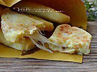 Crocchette di patate e ricotta con prosciutto e formaggio, buonissime e sfiziose, si preparano in poco tempo e sono un ' ottima soluzione per pranzo e cena
