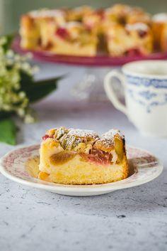 Ciasto biszkoptowe z rabarbarem