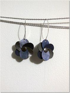 Boucles d'oreilles fleur en cuir// Offrir des par ParisPourToujours