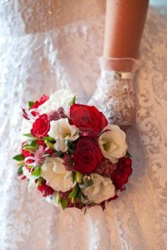 16554311-wedding-bouquet-of-red-and-white-flowers