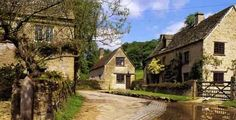 Duntisbourne Leer is in the county of Gloucestershire, and lies within the Cotswolds, a range of hills designated an Area of Outstanding Natural Beauty.