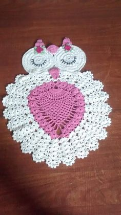 Crochet Applique Patterns Free, Christmas Crochet Patterns, Crochet Motif, Crochet Doilies, Diy Crochet Owl, Crochet Home, Crochet Placemats, Crochet Table Runner, Crochet Small Flower