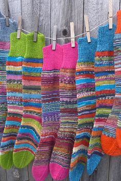 Ravelry Kunibert s Happy Scrappy Sock Parade Knitting Socks, Hand Knitting, Knit Socks, Sweaters Knitted, Knitted Poncho, Knitted Blankets, Sewing Equipment, Baby Knitting Patterns, Knitting Designs