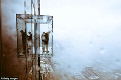 """HC-Alto on Twitter: """"Awesome View #stepping into the #abyss #willisTower #ledge   https://t.co/CVYyWB0mGe https://t.co/K1zgSLSduP"""""""