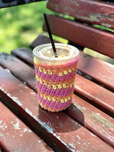 Iced Coffee Cozies - free crochet pattern at sarayu handmade Coffee Cozy Pattern, Crochet Coffee Cozy, Crochet Cozy, Easy Crochet, Free Crochet, Iced Coffee Cup, Coffee Cup Cozy, Mug Cozy, Crochet Kitchen