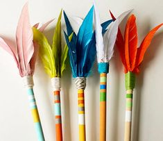 handmade arrows DIY {paper muse press} very cool Pow Wow Party, Diy For Kids, Crafts For Kids, Pen Toppers, Diy And Crafts, Arts And Crafts, Indian Party, Idee Diy, Craft Activities