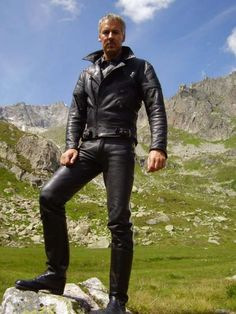 Just a Leather addicted Guy From Germany Leather Blazer, Leather Men, Leather Boots, Leather Jackets, Leather Fashion, Mens Fashion, Lederhosen, Straight Guys, Hottest Pic