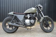1981 Kawasaki – Cafe Racers Motorcycle For Sale via R.- Stop by our content for a good deal more about this exciting brat motorcycle seat - Cafe Racer For Sale, Custom Cafe Racer, Cafe Racer Build, Brat Bike, Motorcycle Seats, Cafe Racer Motorcycle, Tracker Motorcycle, Classic Motorcycles For Sale, Cool Motorcycles