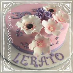 Flower Cake #flowercake Bird Cakes, Cupcake Cakes, Cupcakes, Butterflies, Birds, Lady, Flowers, Butterfly, Bird