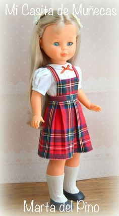 vestido de colegiala para Nancy, hecho a mano, vestidos por encargo, Nancy de Famosa, Marta del Pino Crochet Barbie Clothes, Baby Doll Clothes, Doll Clothes Patterns, Baby Dolls, Vestidos Nancy, Ropa American Girl, School Uniform Fashion, Nancy Doll, Kool Kids