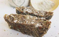 Poznaj xufas!  Odkryj nowe smaki i walory zdrowotne   Xufa  to bylina kłączowa o jadalnych, rosnących pod ziemią bulwach, która rozmiarem i kształtem przypominać może rodzynki. Uprawiana jest przede wszystkim w Hiszpanii i kilku krajach Afryki. Produkty w naszym sklepie pochodzą wyłącznie z Hiszpanii z regionu objętego restrykcyjnymi