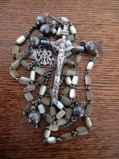 Antique-French-Mother-of-Pearl-MOP-Sterling-Holy-catholic-Medal-Necklace-Rosary