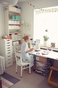 Sewing rooms - Best Small Craft Room and Sewing Room Design Ideas On a Budget – Sewing rooms Sewing Room Design, Sewing Room Storage, Craft Room Design, Sewing Room Organization, My Sewing Room, Craft Room Storage, Sewing Studio, Storage Ideas, Sewing Room Decor