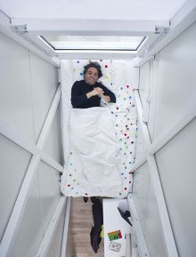 Would you be able to live in a house that was just four feet wide? That& right - four feet wide! Well, Polish architect Jakub Szczesny began designing the Keret House about three years ago when he discovered a tiny space between two buildings in Warsaw. Light Architecture, Amazing Architecture, Interior Architecture, Interior Design, Spite House, Mobile Living, Narrow House, Tiny House Design, First Night