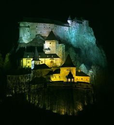 Orava Castle Iluminated by Night.- The heart of Europe - SLOVAKIA - SkyscraperCity
