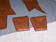 Tutorial on making leather pouches to slide on a belt. (many together on a belt is a bandolier)