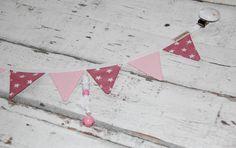 Kinderwagenanhänger - Kinderwagenkette - mit Wimpeln altrosa - ein Designerstück von StolzeVita bei DaWanda