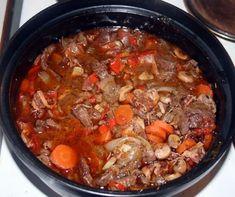 Pakkaspäivänpata Meat Recipes, Cooking Recipes, Healthy Recipes, Healthy Food, Finnish Recipes, Pot Roast, Crockpot, Chili, Good Food