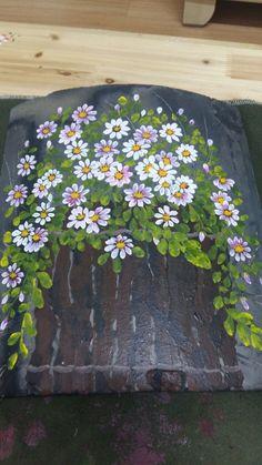 기와장에 나무형태 모양부터 잡아주기~기와장이 검은색이니 흰색 구절초를 마구마구 그려줘요~나무를 묶은 ... Daisy Painting, One Stroke Painting, Fabric Painting, Stone Painting, Painting On Wood, Painting & Drawing, Hand Painted Dress, Fence Art, Decoupage Box
