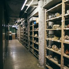 @jmsuarez_ captures an empty corridor in the Mineralogy collections area. The Museum's collections total in excess of 100,000 minerals and 3,700 gems. #InsideAMNH