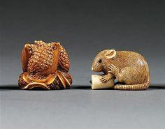 LOT DE DEUX NETSUKE en ivoire, le premier, de patine rousse, représentant trois cailles sur des épis de millet et le deuxième, une souris tenant une bougie renversée entre ses pattes antérieures, les yeux incrustés de corne noire. Les deux signés Okatomo. (Petite égrenure au premier). Japon, période Taisho, début du XXe siècle.