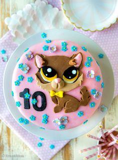 Pääsin tämän kakun kautta tutustumaan Littlest Pet Shop -maailmaan, joka koostuu…