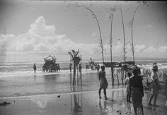 File:COLLECTIE TROPENMUSEUM Strandgezicht tijdens de viering van Nyepi het Balinese Nieuwjaar. C.J. (Cees) Taillie - 29 March 1949