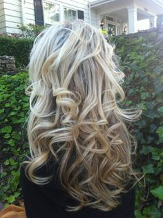 This champagne color is the color I used to wear in my hair. I love the length & the beautiful curls.