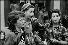 Girls of the travelling community provide some street entertainment. Killorglin, Co Kerry, Ireland Photograph by Inge Morath. Inge Morath, The Scorpio Races, Ireland Pictures, Irish People, Girl Gang, Crowd, History, Couple Photos, Image