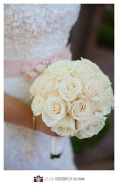 Cream-colored rose bridal bouquet   I Do Photography   villasiena.cc