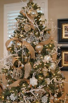 Please visit postingan Gold Christmas Tree Decorations To read the full article by click the link above. Silver Christmas Tree, Christmas Tree Design, Beautiful Christmas Trees, Christmas Tree Themes, Noel Christmas, Xmas Decorations, Holiday Decor, Christmas Tree Ribbon, Christmas Tree With White Decorations