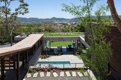 conception patio modernes piscine de rocaille nuages éclairage de plafond