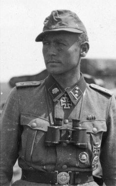 "1943, Le ""SS-Obersturmführer"" Walter Gerth (1914 – 1995) de la 3.SS-Panzergrenadier-Division ""Totenkopf"""