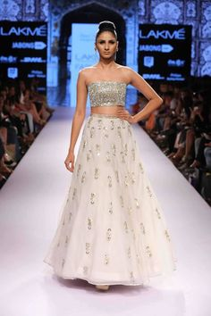 Crop Top And Long Skirt Indian Outfits 2016 Pictures - Latest Fashion Trends in India Lakme Fashion Week, India Fashion, Asian Fashion, Latest Fashion, Fashion Sets, Fashion Styles, Fashion Trends, Women's Fashion, Indian Attire